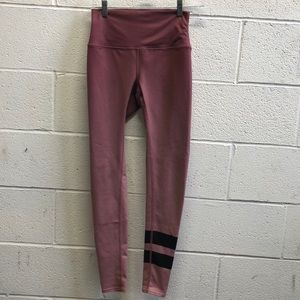 Alo Yoga rose and black legging, sz xs, 63607